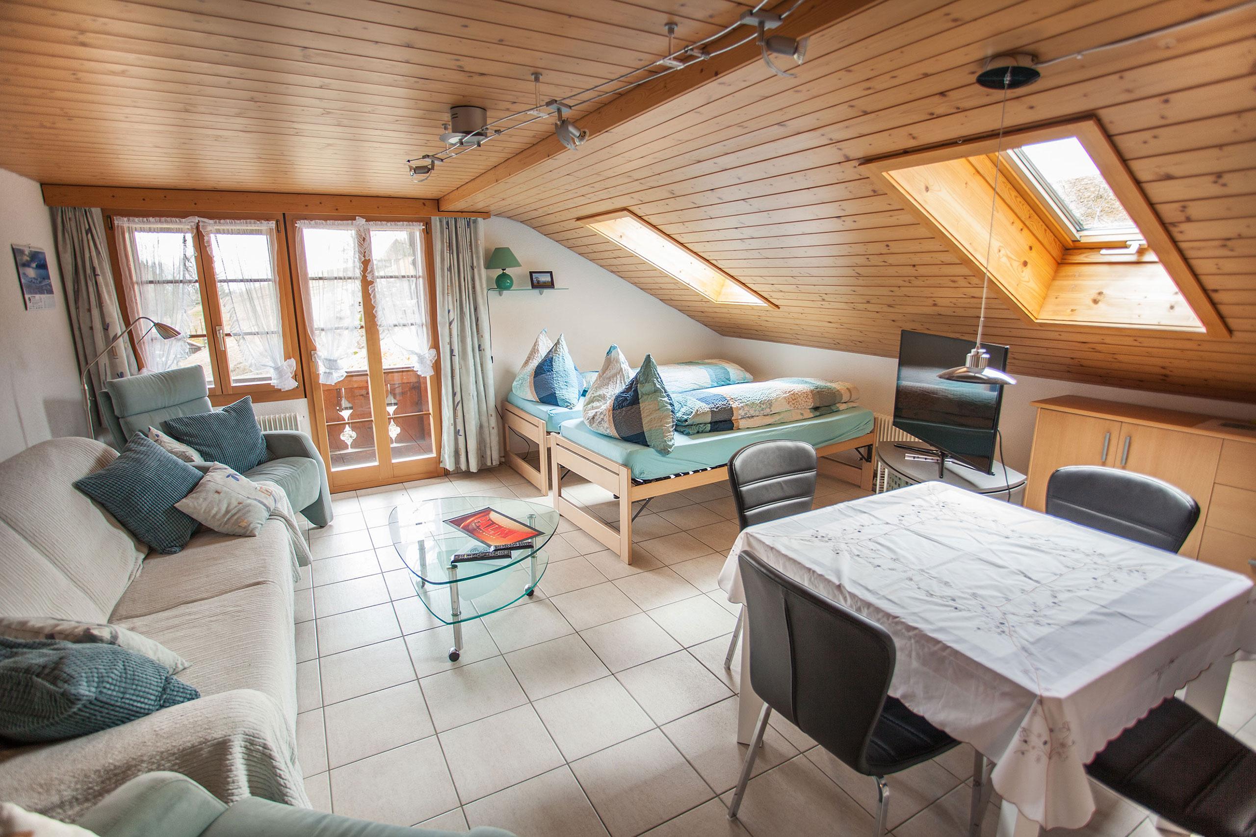 Hofmatt-1-Wohnzimmer-(Betten)